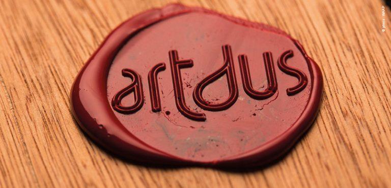 cachet-cire-logo-artdus-artisanat-industriel-identite-visuel-typo-lettrage-grahiste-sarthe